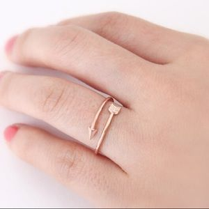 NEW Arrow ring in rose gold